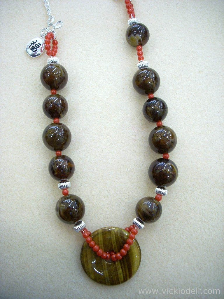 donut focal bead, large beads, necklace, jewelry making tutorial