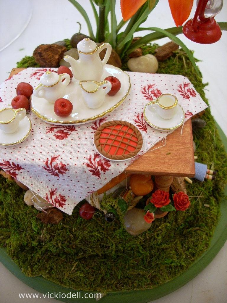 miniature doll house, miniature dishes