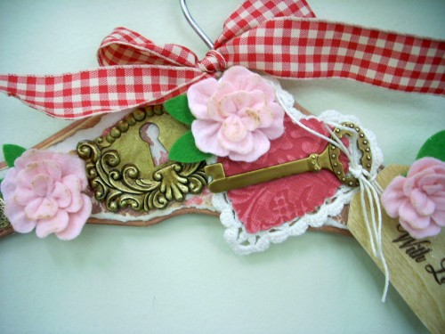 Valentine's Day Craft: Mixed Media Hanger