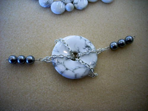Donut and Chain Necklace - Howlite and Gray Glass Pearl